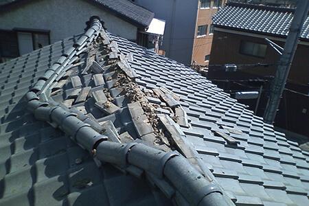 屋根を軽くすることで倒壊の危険を軽減