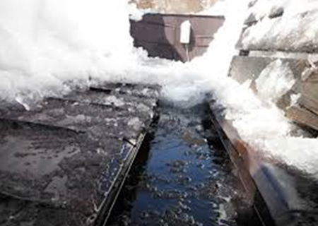 無落雪屋根のメンテナンスと雨漏り