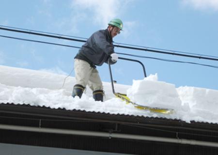雪下ろしのボランティア