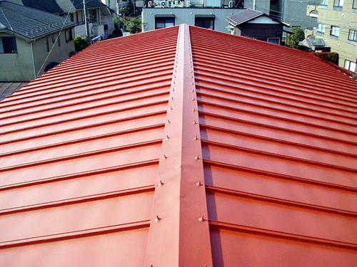 業者依頼か自分でするのかで変わる、トタン屋根塗装