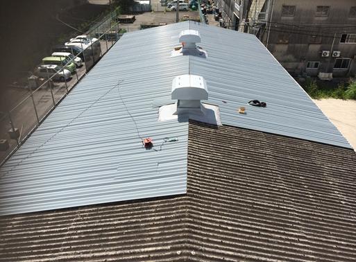 工場屋根のカバー工法