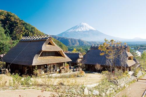 日本の古民家に続く茅葺き屋根って?