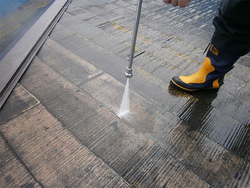 屋根の塗装に必要不可欠!高圧洗浄って何?