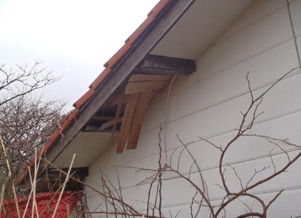 風化によって破損する外壁