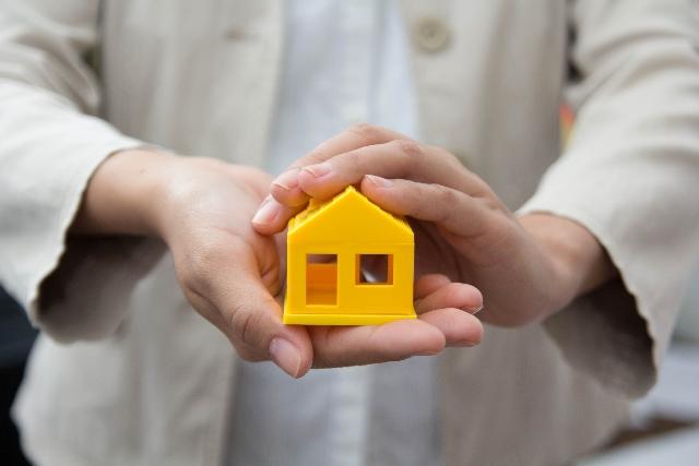 屋根工事をする場合には18%が価格を重視との調査結果!