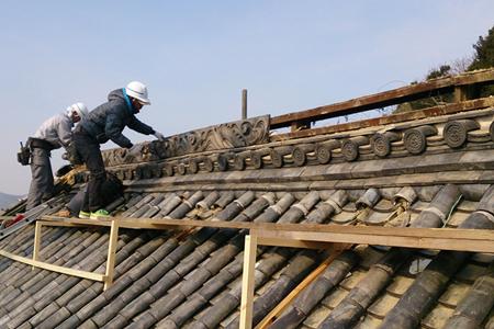 神社の屋根修理について
