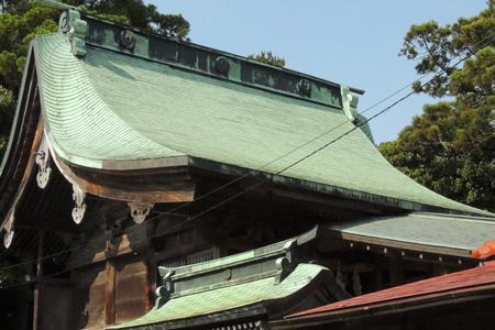 神社に使用される屋根材