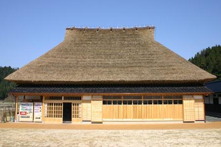 茅葺き屋根の形について