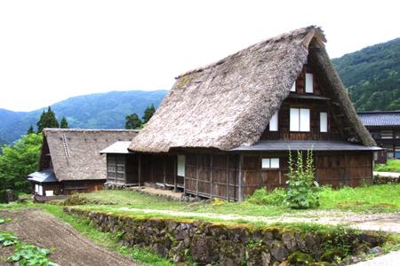 茅葺き屋根の寿命について