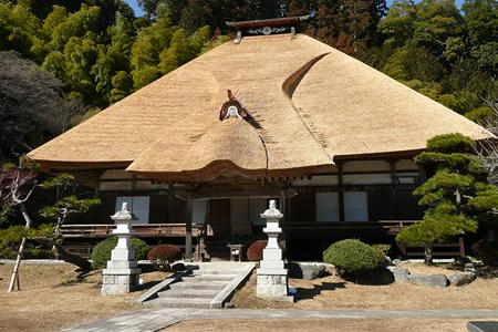 茅葺きから現代屋根にする人も