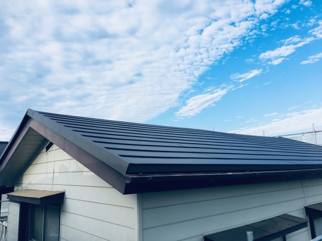 ガルバリウム鋼板屋根に必要なメンテナンスとは?塗装の費用や耐用年数を解説!