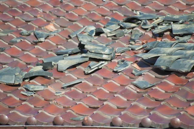 費用を抑えて屋根を修理するためには?部分修理の方法や価格を徹底解説