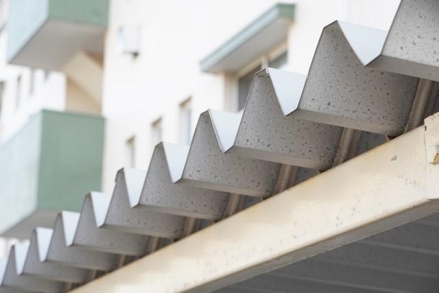 トタン屋根の寿命はどのくらい?補修やリフォームのポイントをわかりやすく解説