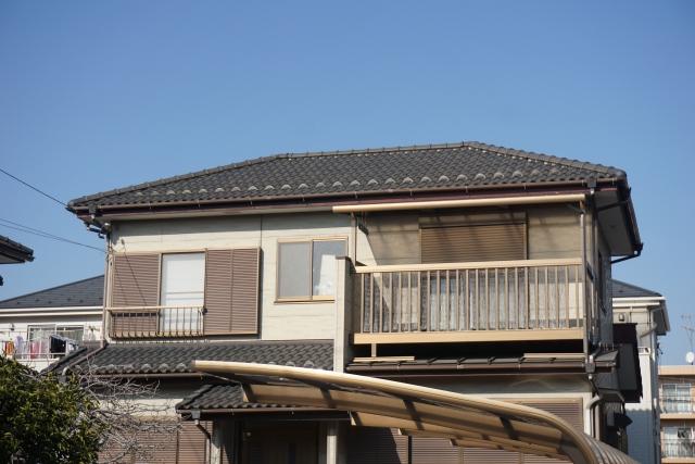 ②寄棟屋根(よせむねやね)