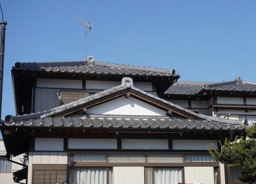 ④入母屋屋根(いりもややね)